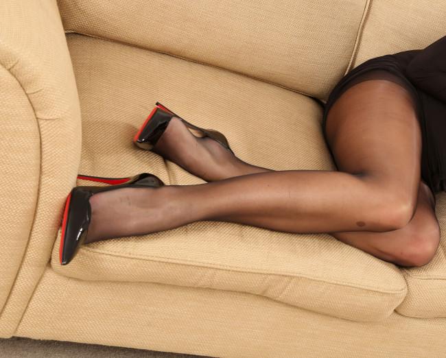 Фото женских ног в чулках